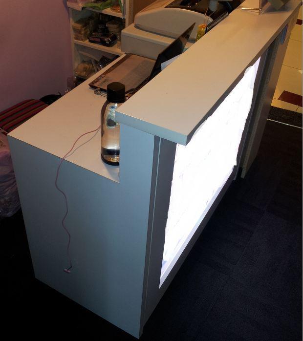 Wts cashier counter hangers ikea billy bookshelf unit for Casiers chez ikea